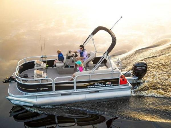 2022 Sun Tracker boat for sale, model of the boat is Bass Buggy® 16 XL Select & Image # 3 of 43