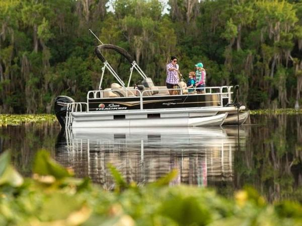 2022 Sun Tracker boat for sale, model of the boat is Bass Buggy® 16 XL Select & Image # 4 of 43