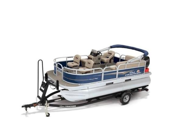 2022 Sun Tracker boat for sale, model of the boat is Bass Buggy® 16 XL Select & Image # 5 of 43