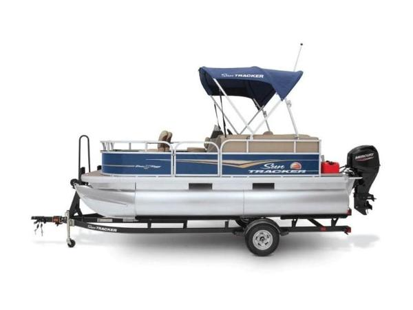 2022 Sun Tracker boat for sale, model of the boat is Bass Buggy® 16 XL Select & Image # 9 of 43