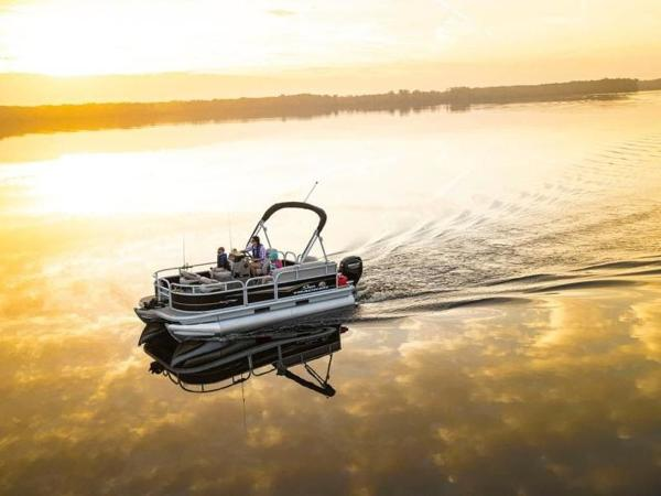 2022 Sun Tracker boat for sale, model of the boat is Bass Buggy® 16 XL Select & Image # 12 of 43