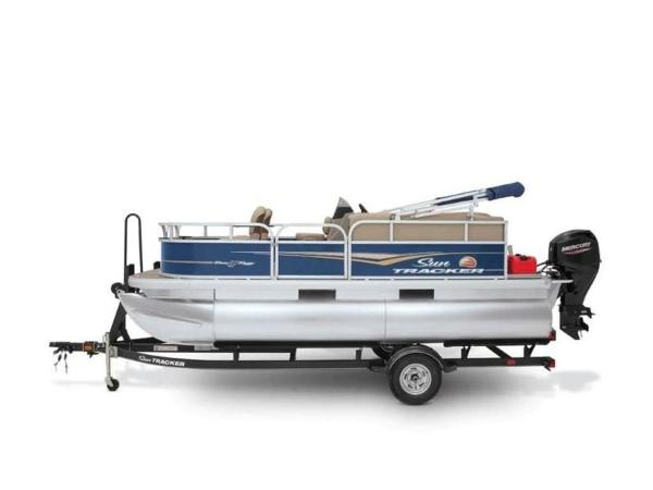 2022 Sun Tracker boat for sale, model of the boat is Bass Buggy® 16 XL Select & Image # 13 of 43