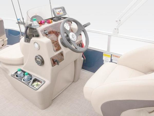 2022 Sun Tracker boat for sale, model of the boat is Bass Buggy® 16 XL Select & Image # 19 of 43
