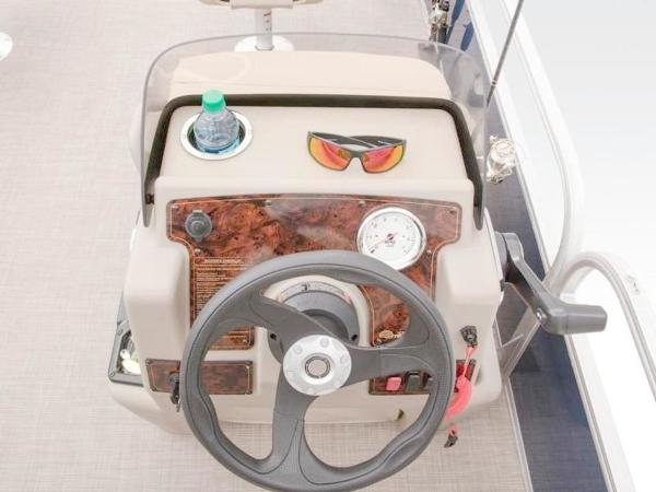 2022 Sun Tracker boat for sale, model of the boat is Bass Buggy® 16 XL Select & Image # 29 of 43