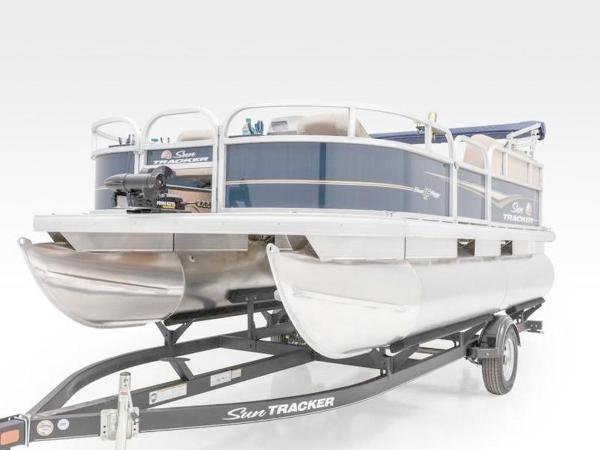 2022 Sun Tracker boat for sale, model of the boat is Bass Buggy® 16 XL Select & Image # 37 of 43