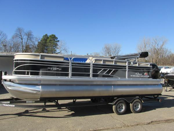2020 Sun Tracker boat for sale, model of the boat is Party Barge 22 RF DLX & Image # 1 of 32