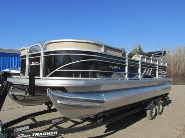 2020 Sun Tracker boat for sale, model of the boat is Party Barge 22 RF DLX & Image # 2 of 32