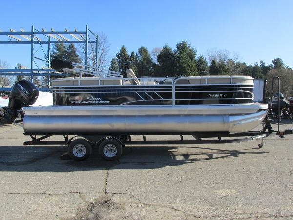 2020 Sun Tracker boat for sale, model of the boat is Party Barge 22 RF DLX & Image # 3 of 32