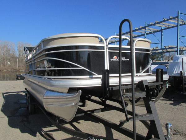 2020 Sun Tracker boat for sale, model of the boat is Party Barge 22 RF DLX & Image # 4 of 32