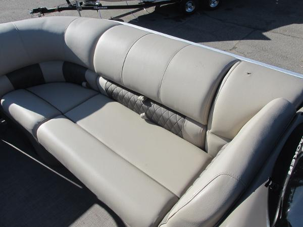 2020 Sun Tracker boat for sale, model of the boat is Party Barge 22 RF DLX & Image # 11 of 32