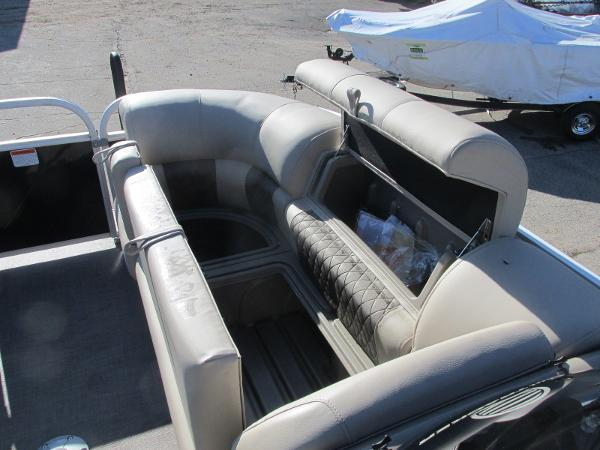 2020 Sun Tracker boat for sale, model of the boat is Party Barge 22 RF DLX & Image # 13 of 32