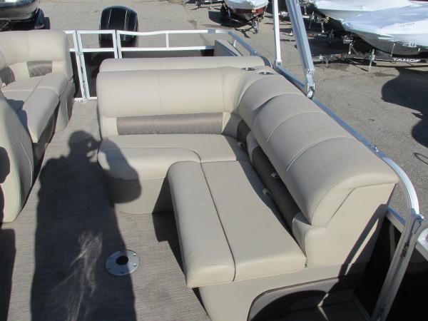 2020 Sun Tracker boat for sale, model of the boat is Party Barge 22 RF DLX & Image # 14 of 32