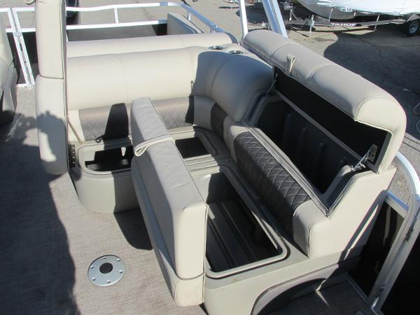 2020 Sun Tracker boat for sale, model of the boat is Party Barge 22 RF DLX & Image # 15 of 32