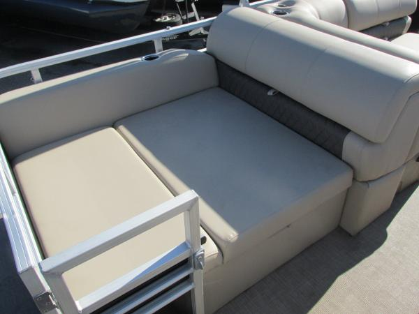 2020 Sun Tracker boat for sale, model of the boat is Party Barge 22 RF DLX & Image # 16 of 32