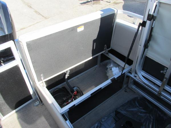 2020 Sun Tracker boat for sale, model of the boat is Party Barge 22 RF DLX & Image # 19 of 32