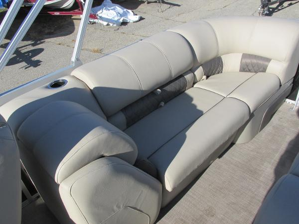 2020 Sun Tracker boat for sale, model of the boat is Party Barge 22 RF DLX & Image # 21 of 32