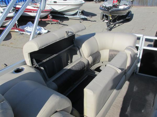 2020 Sun Tracker boat for sale, model of the boat is Party Barge 22 RF DLX & Image # 22 of 32