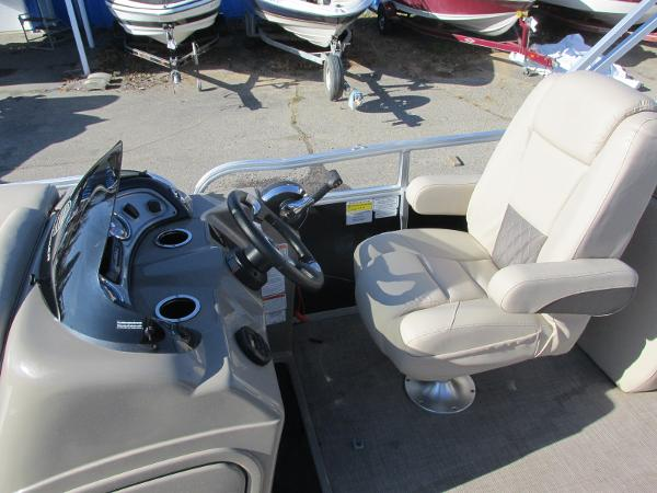 2020 Sun Tracker boat for sale, model of the boat is Party Barge 22 RF DLX & Image # 23 of 32