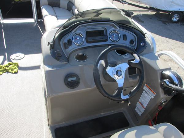 2020 Sun Tracker boat for sale, model of the boat is Party Barge 22 RF DLX & Image # 25 of 32