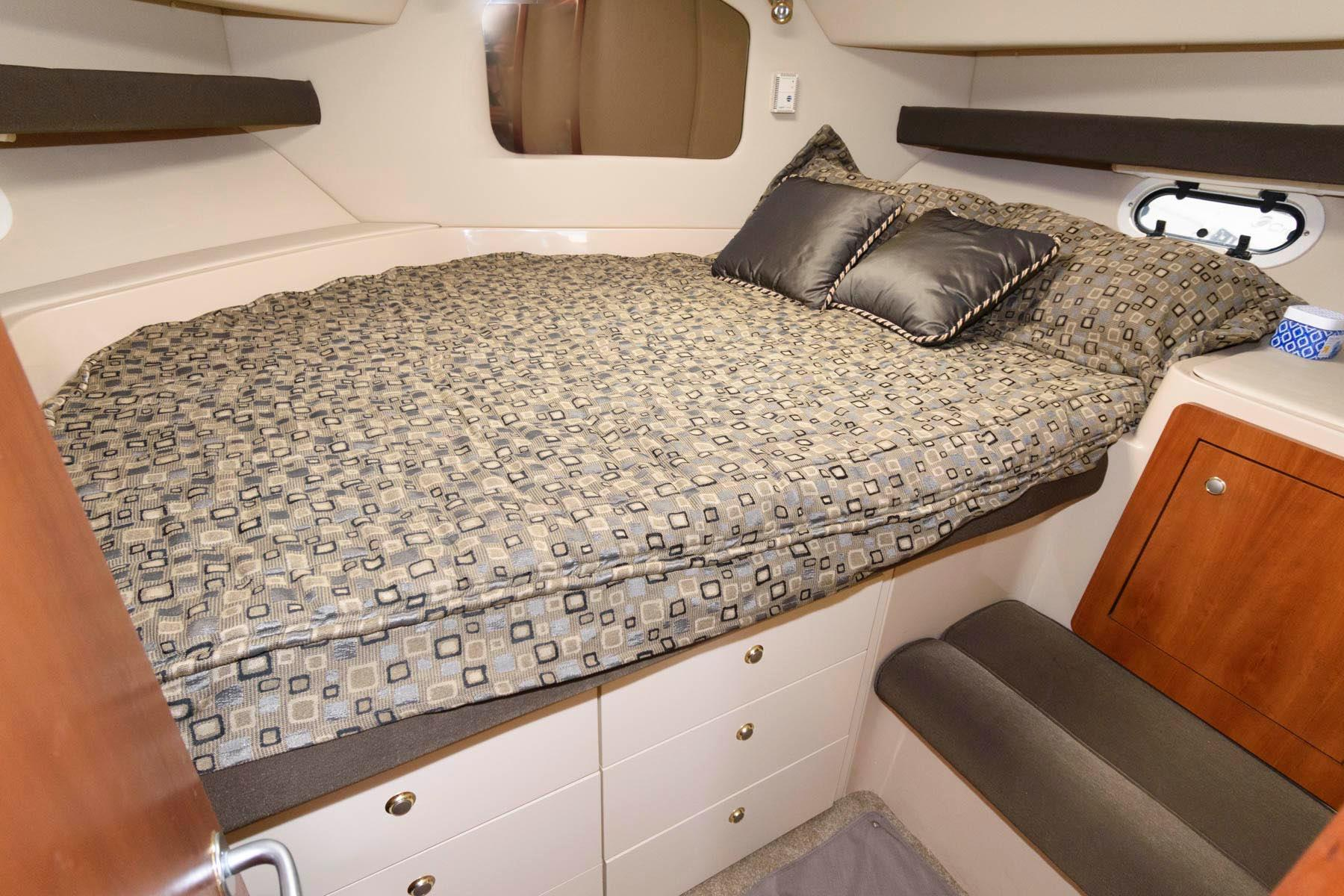 M 6202 WT Knot 10 Yacht Sales