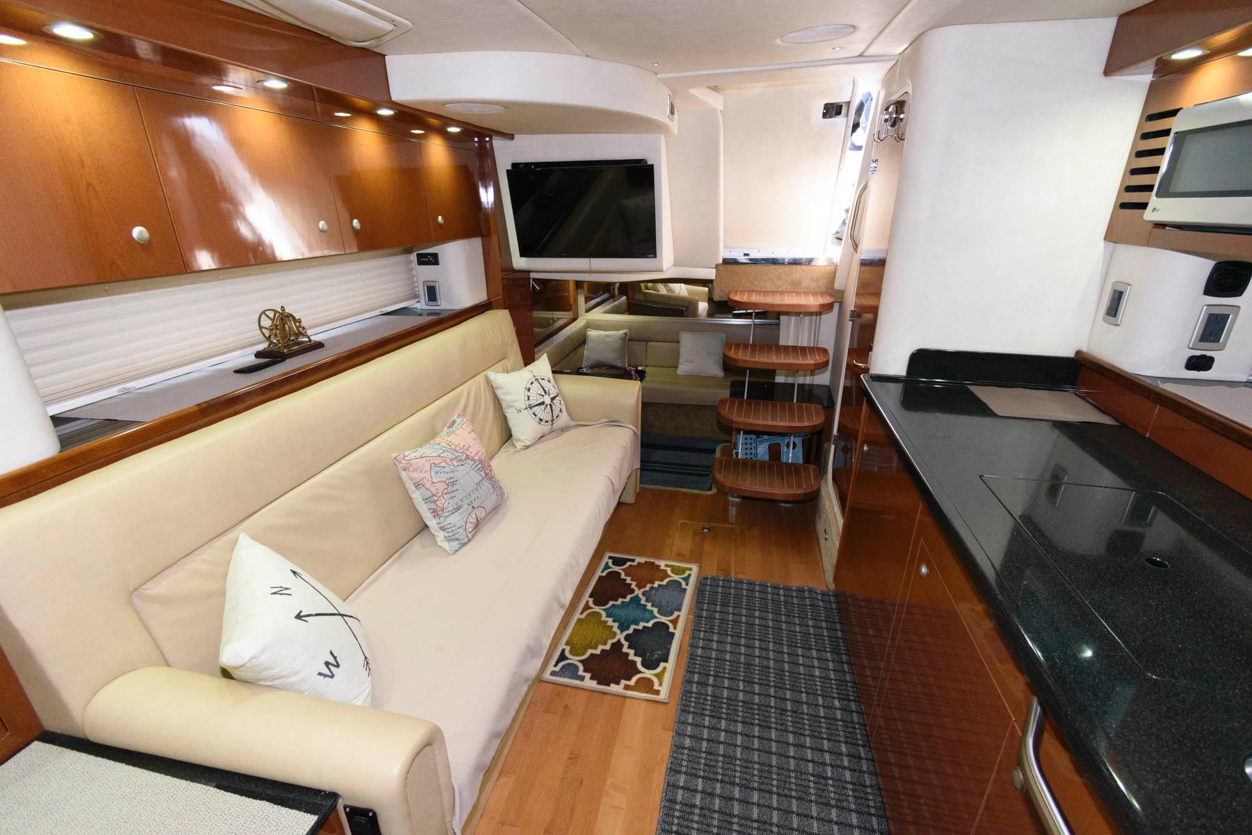 M 5861 KN Knot 10 Yacht Sales