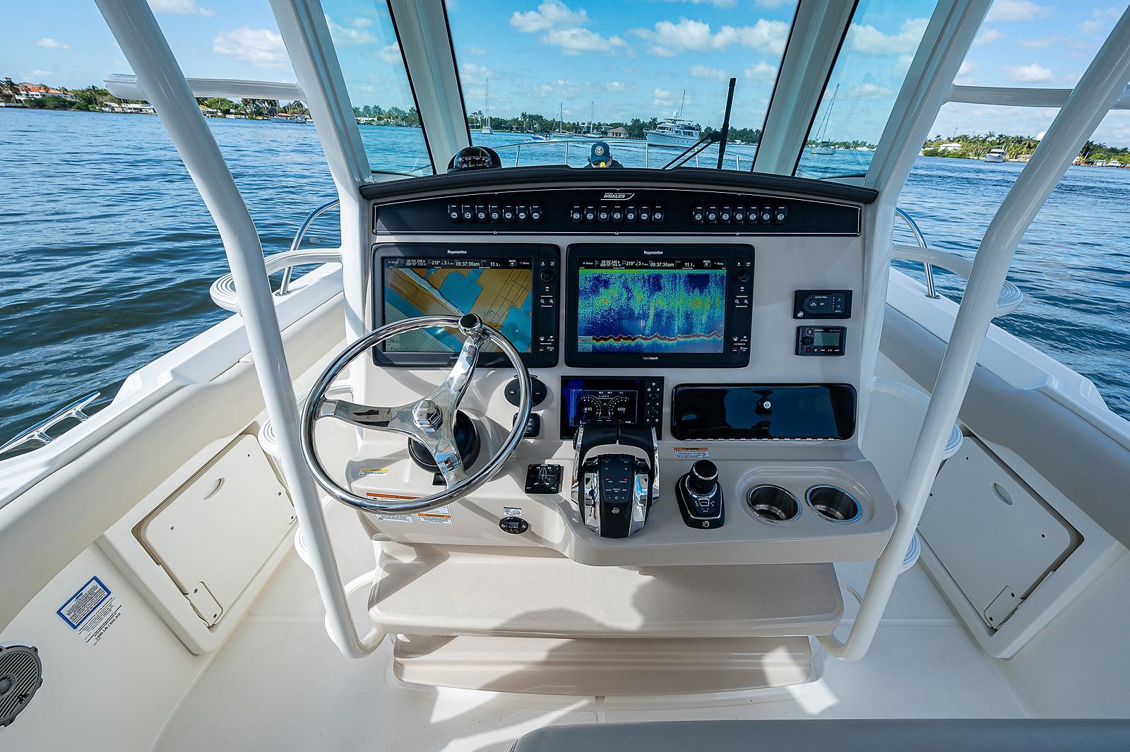 2018 Boston Whaler 330