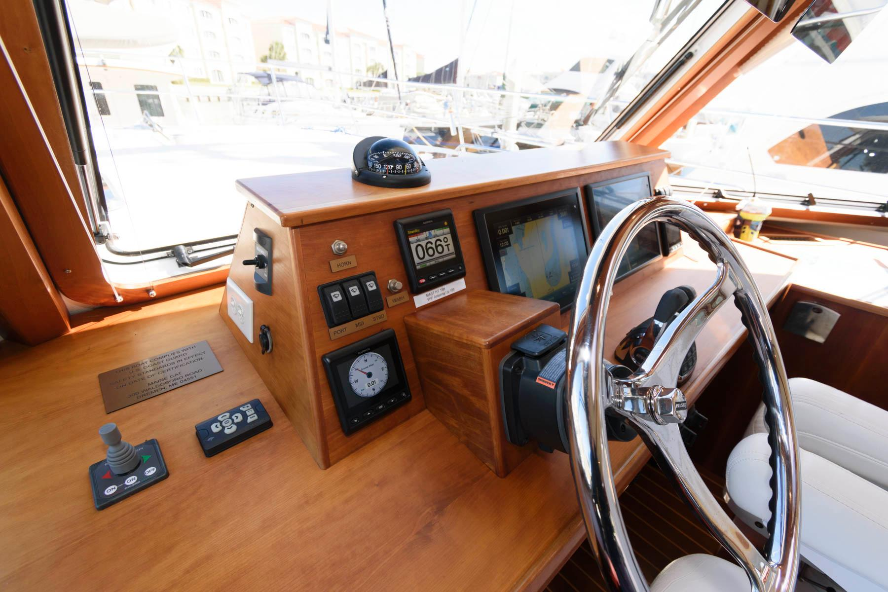 F 5901 RD Knot 10 Yacht Sales