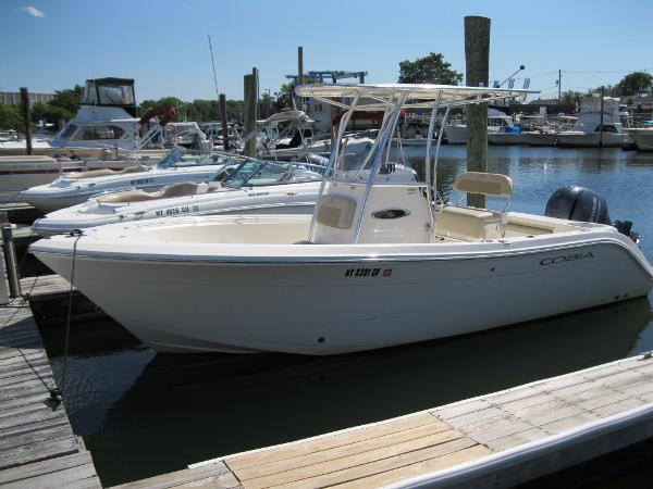 2017 COBIA BOATS 220 Center Console thumbnail