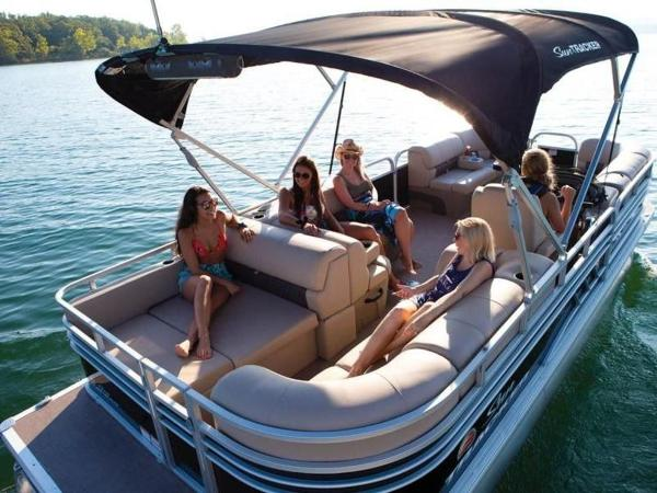 2022 Sun Tracker boat for sale, model of the boat is PARTY BARGE® 22 RF DLX & Image # 14 of 56