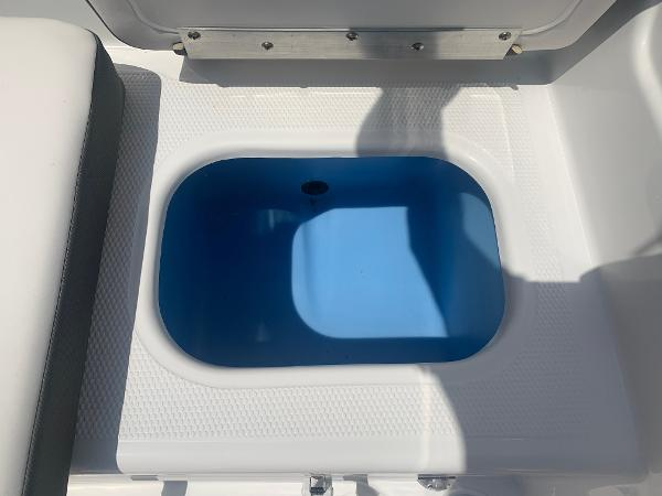 2021 Tahoe boat for sale, model of the boat is 500 TS & Image # 14 of 28