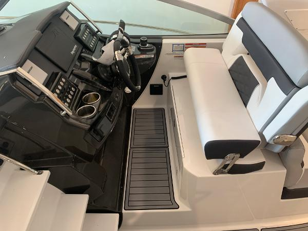 2021 Monterey boat for sale, model of the boat is 335 Sport Yacht & Image # 22 of 52