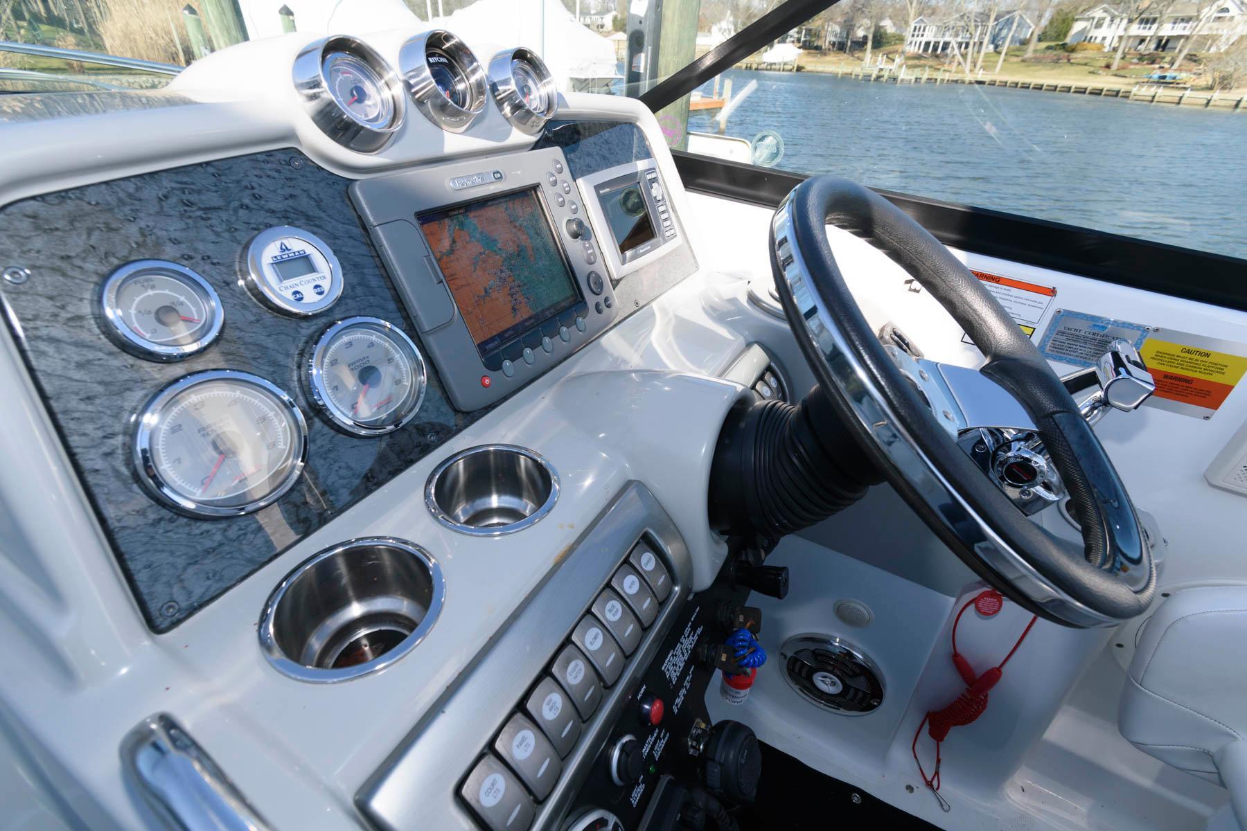 M 5884 TW Knot 10 Yacht Sales