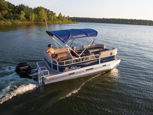 2022 Sun Tracker boat for sale, model of the boat is PARTY BARGE® 18 DLX & Image # 2 of 2