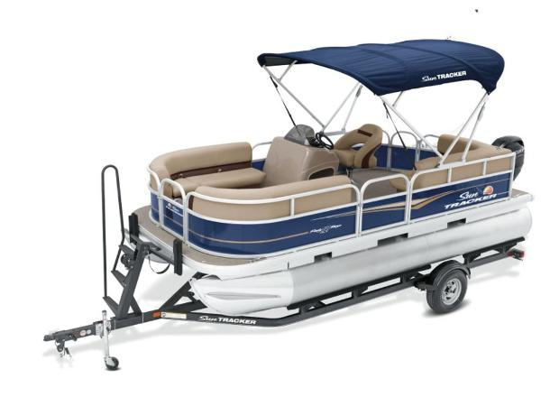 2022 Sun Tracker boat for sale, model of the boat is PARTY BARGE® 18 DLX & Image # 1 of 2