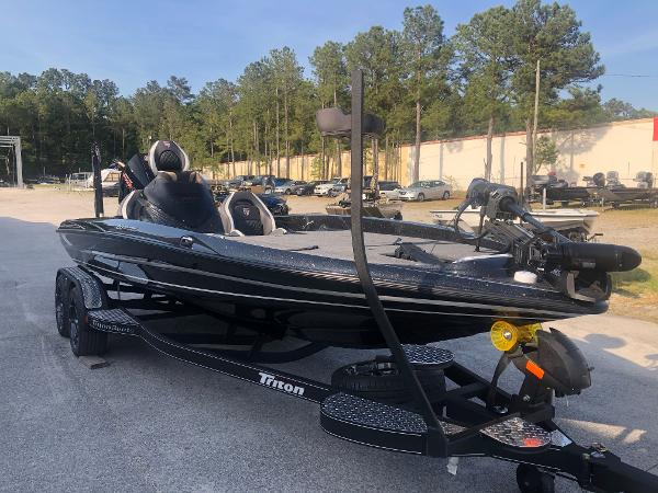 2021 Triton boat for sale, model of the boat is 20 TRX Patriot & Image # 5 of 35
