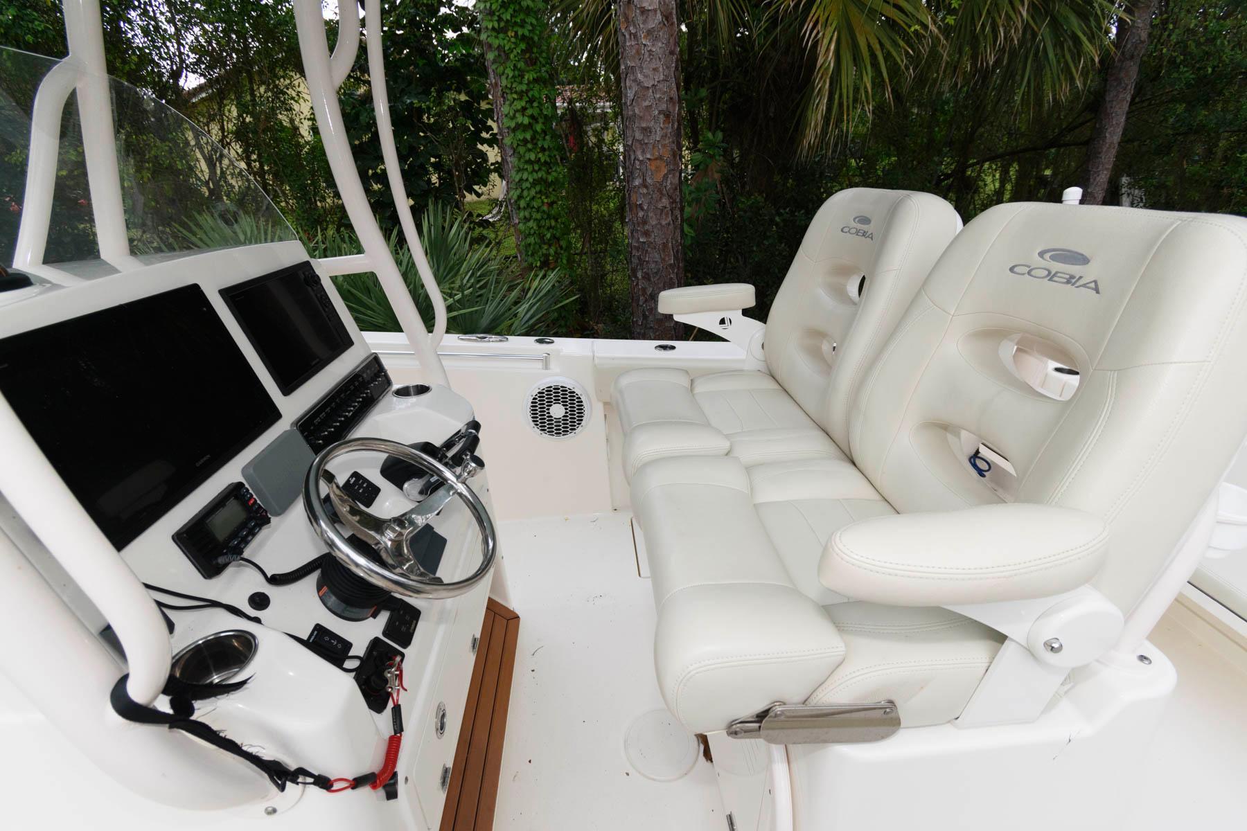 F 5759 CE Knot 10 Yacht Sales