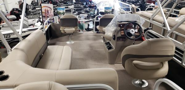 2021 Sun Tracker boat for sale, model of the boat is Bass Buggy 18 DLX & Image # 8 of 17