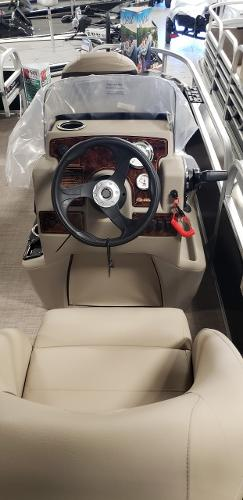 2021 Sun Tracker boat for sale, model of the boat is Bass Buggy 18 DLX & Image # 9 of 17