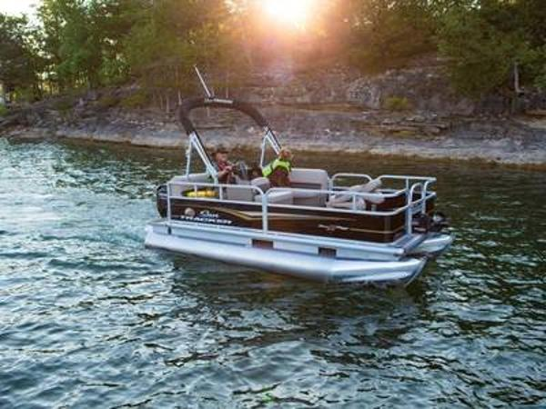 2020 Sun Tracker boat for sale, model of the boat is BASS BUGGY® 16 DLX & Image # 1 of 1