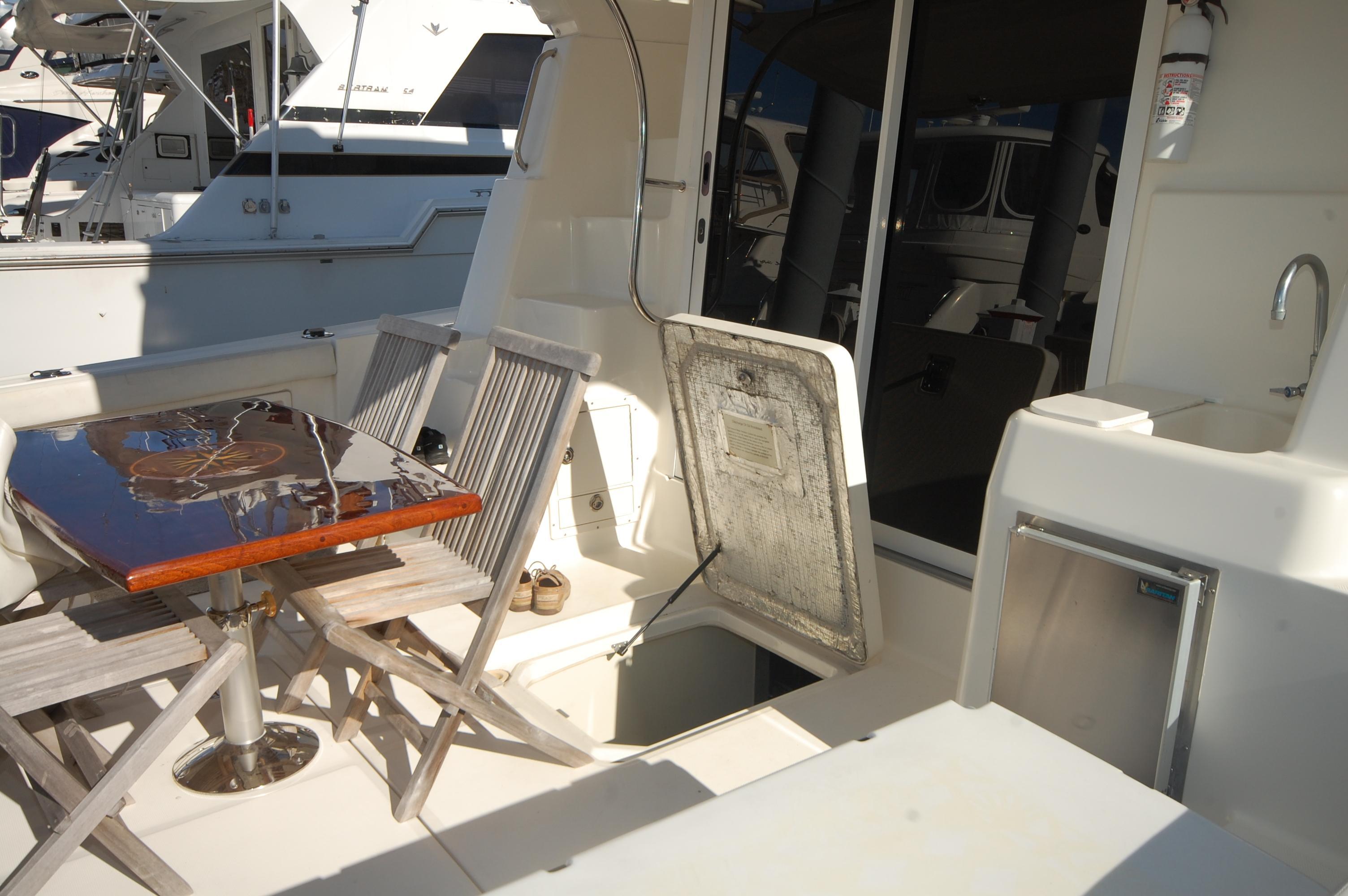 V 5926 BD Knot 10 Yacht Sales
