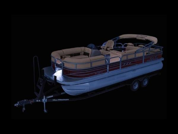 2022 Sun Tracker boat for sale, model of the boat is SportFish™ 22 DLX & Image # 6 of 55