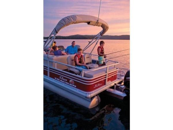 2022 Sun Tracker boat for sale, model of the boat is SportFish™ 22 DLX & Image # 10 of 55