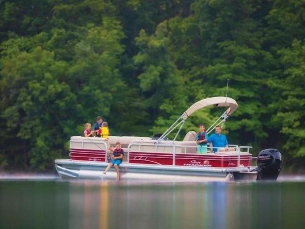 2022 Sun Tracker boat for sale, model of the boat is SportFish™ 22 DLX & Image # 25 of 55