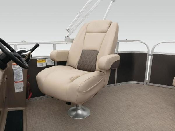 2022 Sun Tracker boat for sale, model of the boat is PARTY BARGE® 20 DLX & Image # 4 of 45