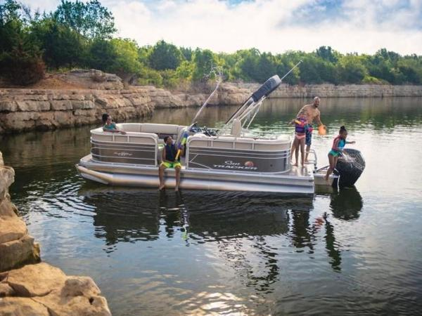2022 Sun Tracker boat for sale, model of the boat is PARTY BARGE® 20 DLX & Image # 23 of 45