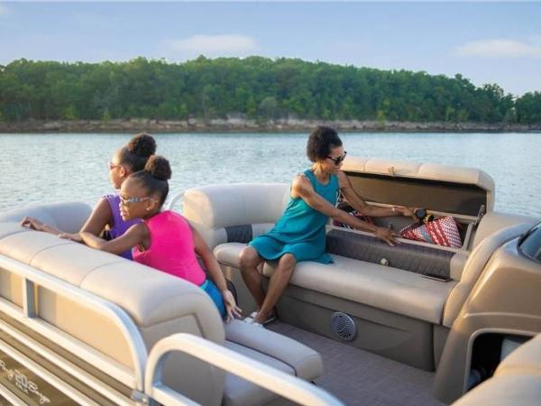 2022 Sun Tracker boat for sale, model of the boat is PARTY BARGE® 20 DLX & Image # 26 of 45