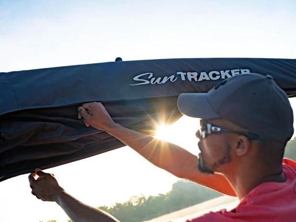 2022 Sun Tracker boat for sale, model of the boat is PARTY BARGE® 20 DLX & Image # 39 of 45