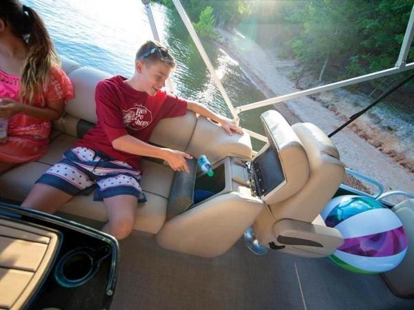 2022 Sun Tracker boat for sale, model of the boat is PARTY BARGE® 24 DLX & Image # 3 of 59