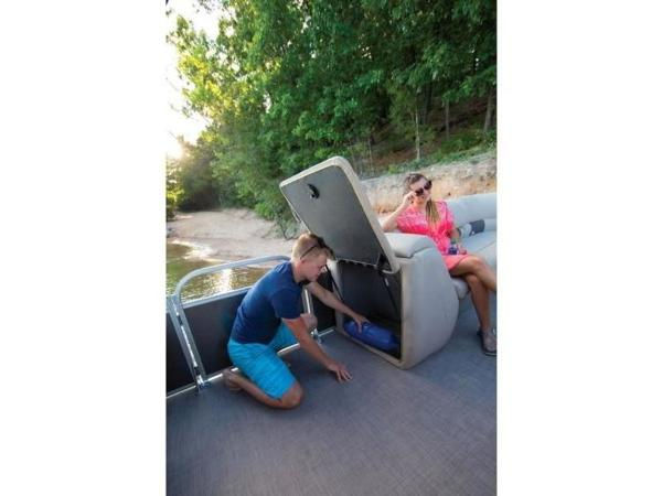 2022 Sun Tracker boat for sale, model of the boat is PARTY BARGE® 24 DLX & Image # 5 of 59