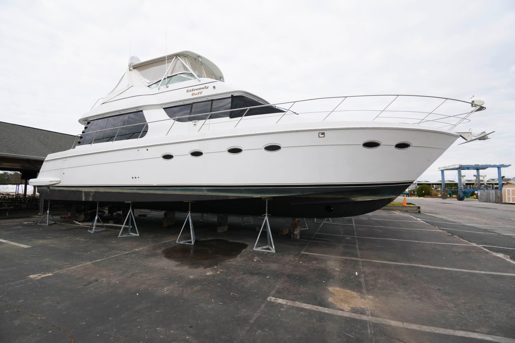 M 5863 KB Knot 10 Yacht Sales